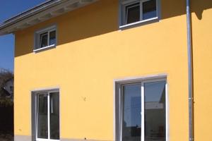 Fenster und Fenstertüren für einen Neubau